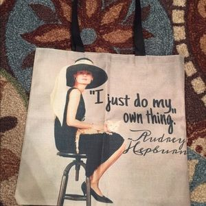 Handbags - Audrey Hepburn I just do my own thing tote bag